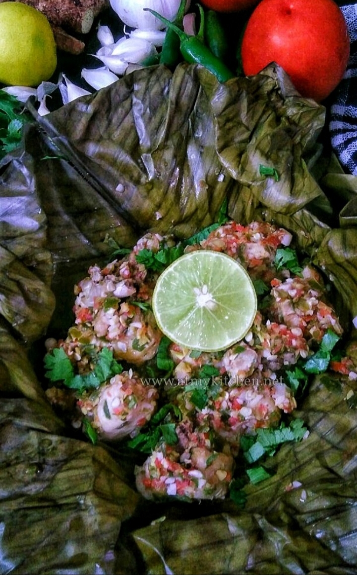 Steamed chicken recipe/ How to make steamed chicken/ Steamed chicken wrapped in banana leaf