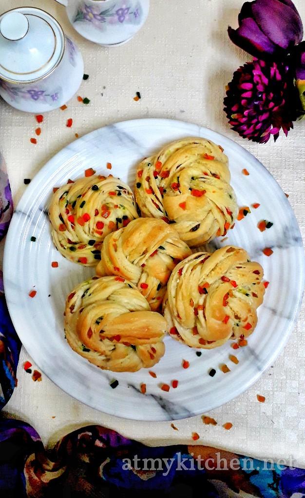 Twisted Tutti Frutti Rolls / Tutti Frutti Bread Rolls / Candied Fruit Buns