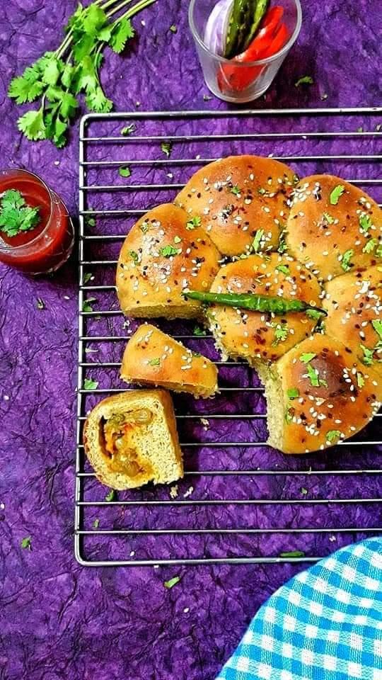 Stuffed Masala Pav / Stuffed Dinner Rolls / Vegetable Stuffed Bun